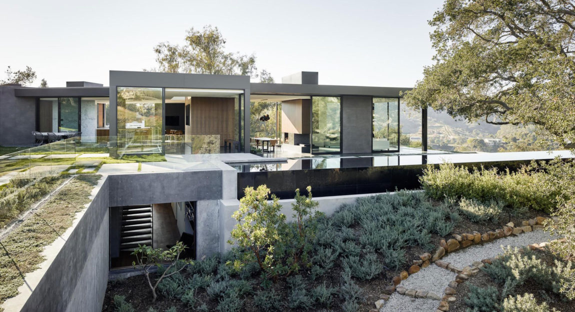 Oak Pass House by Walker Workshop (1)