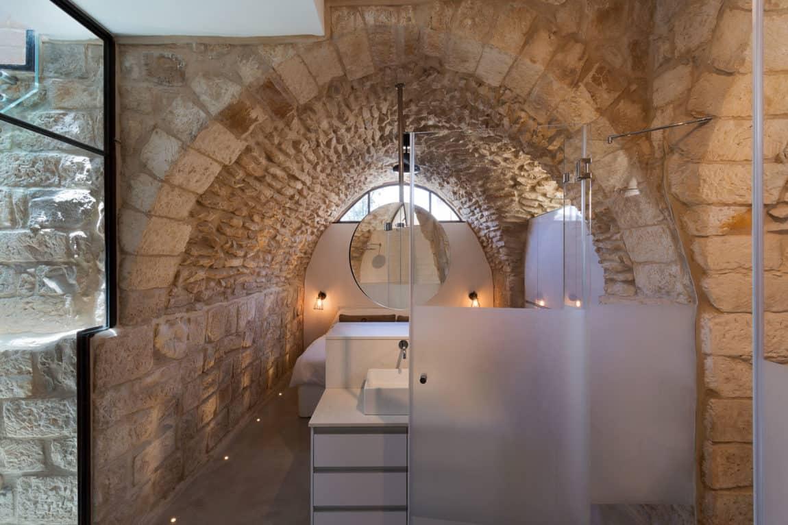 Stone House Conversion by Henkin Shavit Architecture (6)