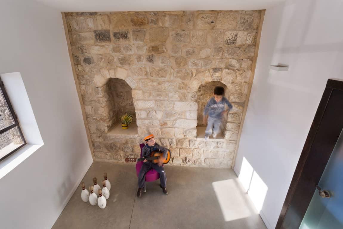 Stone House Conversion by Henkin Shavit Architecture (13)