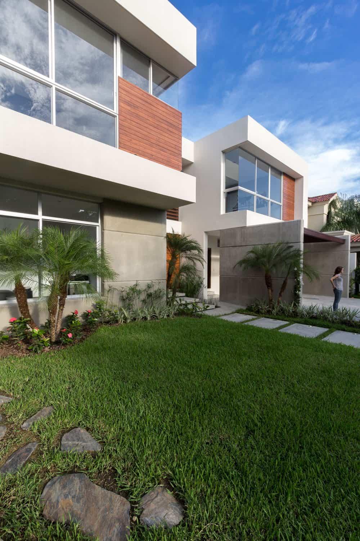 SUVI House by Maria Lorena Apolo & Architects (3)