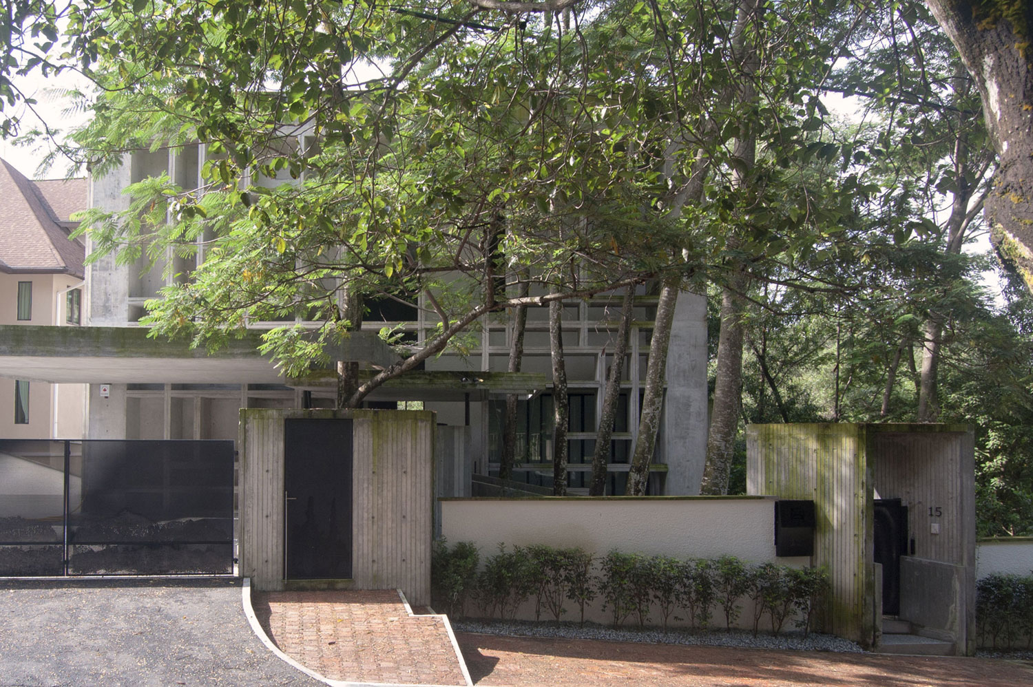 Tropical Box House by WHBC Architects (1)