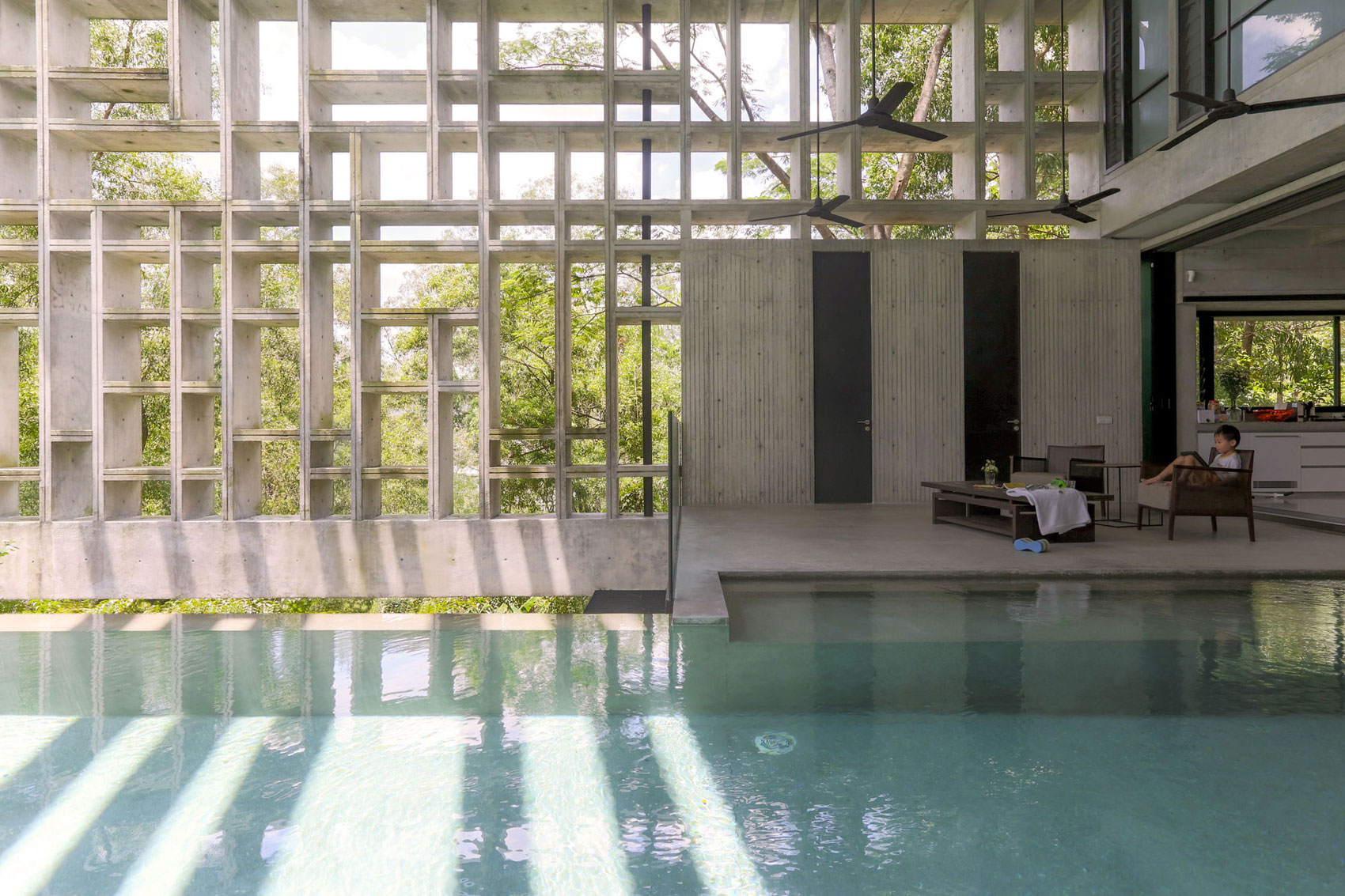 Tropical Box House by WHBC Architects (5)