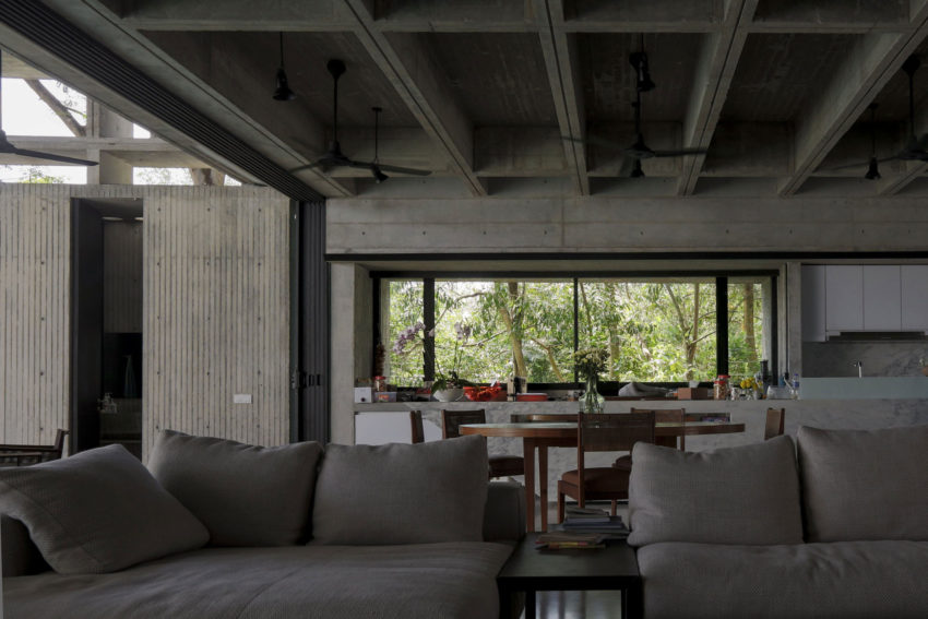 Tropical Box House by WHBC Architects (10)