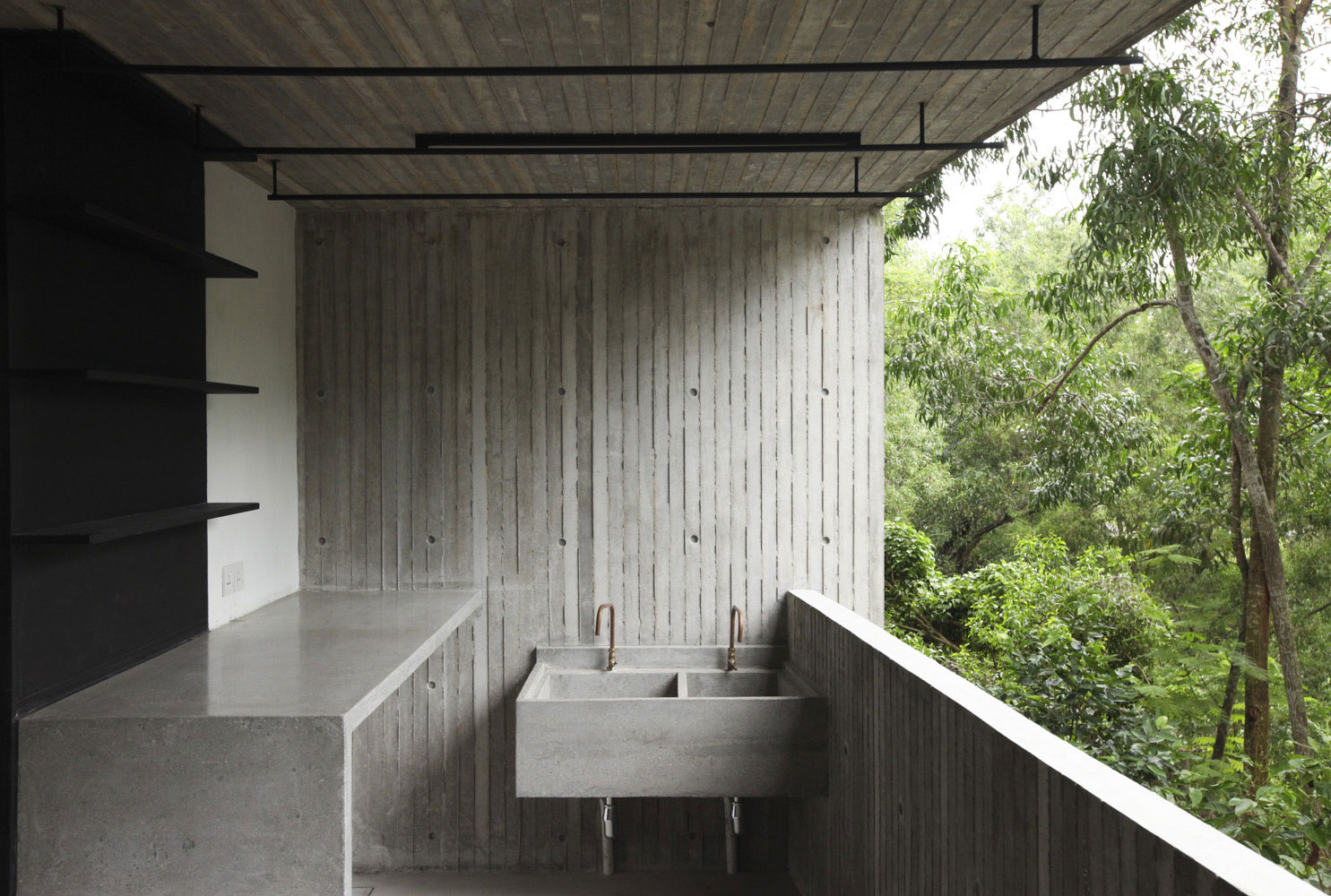 Tropical Box House by WHBC Architects (13)