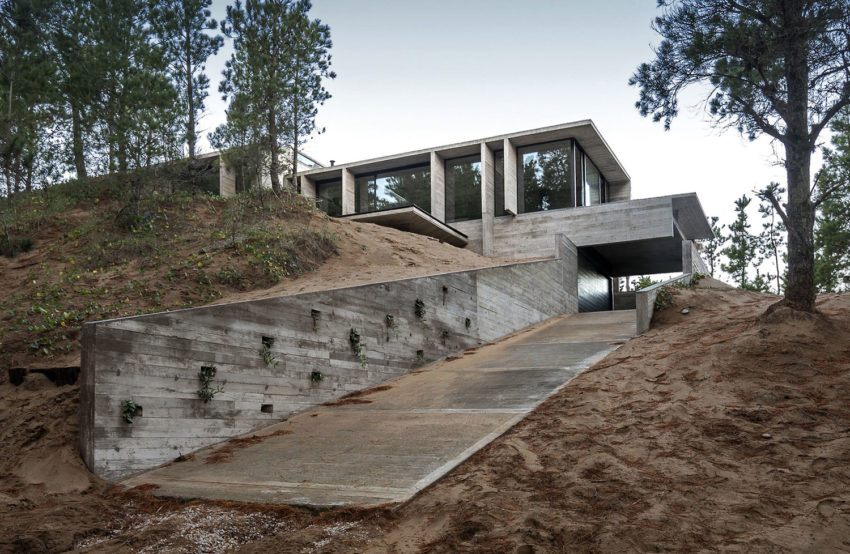 Wein House by Besonias Almeida Arquitectos (1)
