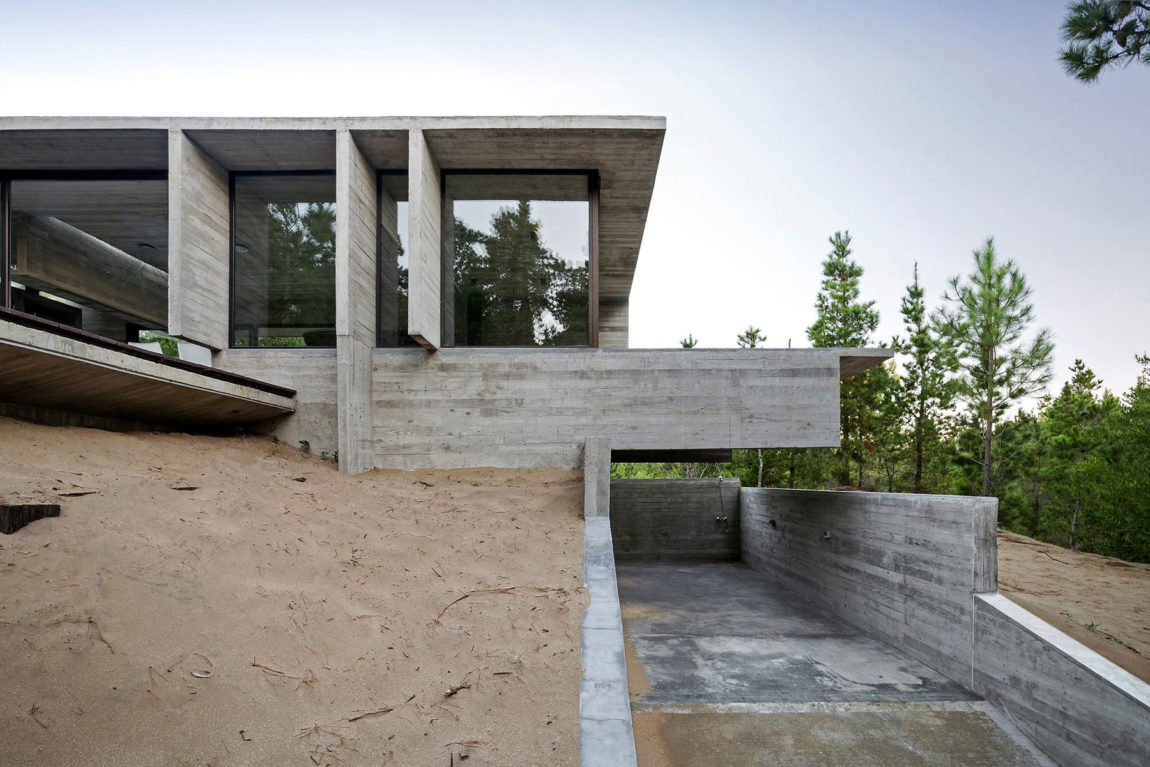 Wein House by Besonias Almeida Arquitectos (3)