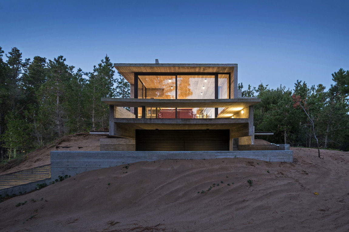 Wein House by Besonias Almeida Arquitectos (12)