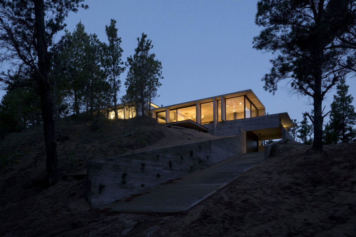 Wein House by Besonias Almeida Arquitectos (13)