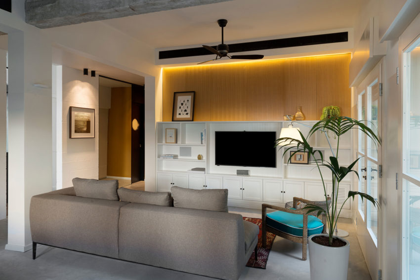 Apartment in Tel Aviv by Raanans Stern's Studio (3)