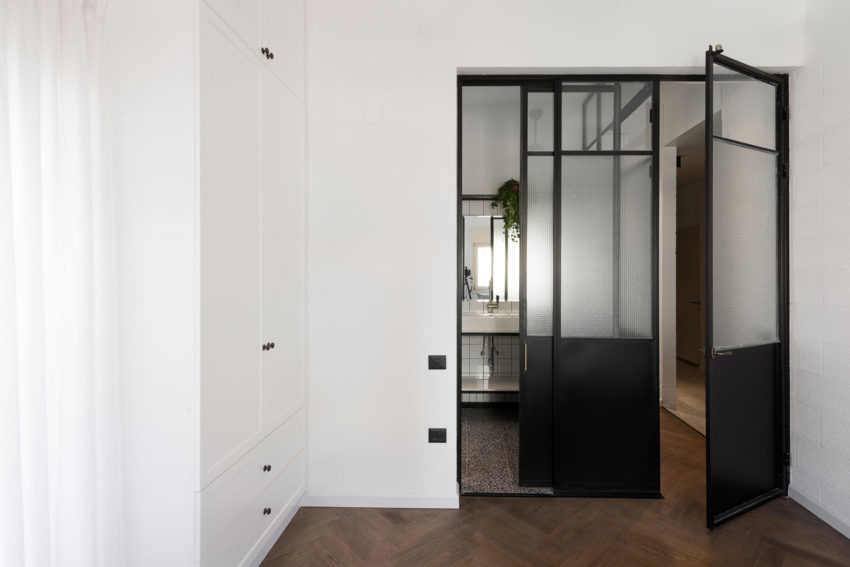 Apartment in Tel Aviv by Raanans Stern's Studio (18)