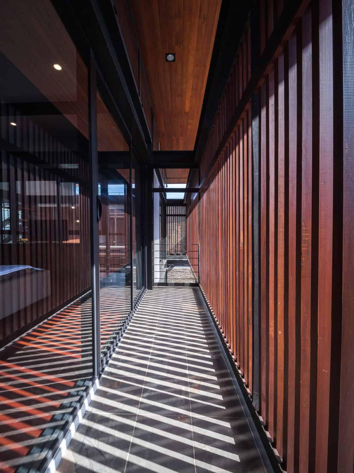 Bridge House by Junsekino Architect And Design (14)