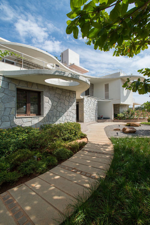 Clover Villa by Mistry Architects (1)