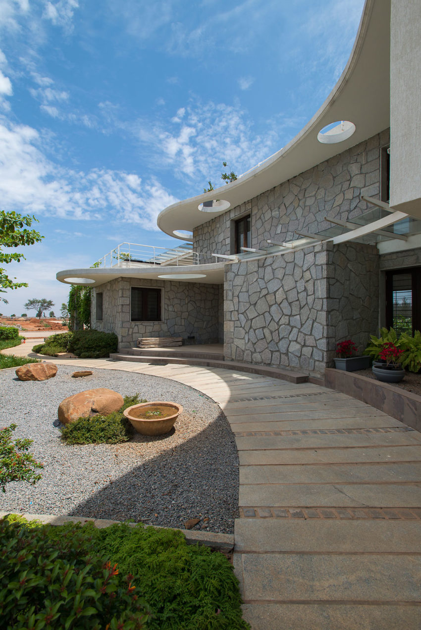 Clover Villa by Mistry Architects (2)