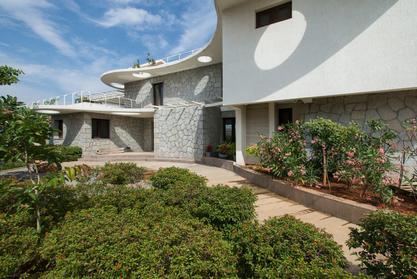 Clover Villa by Mistry Architects (3)