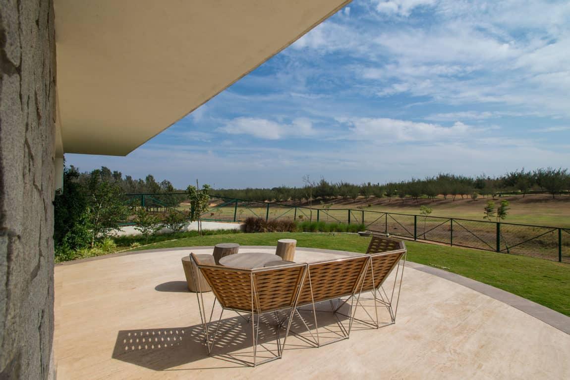 Clover Villa by Mistry Architects (5)