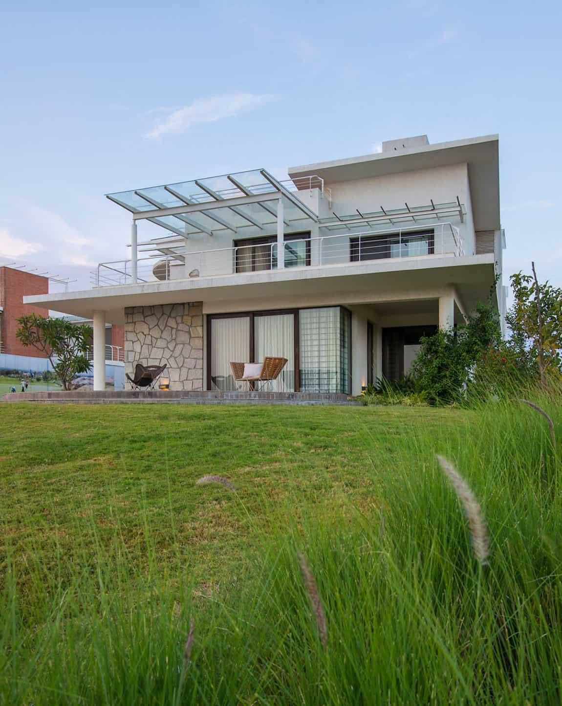 Clover Villa by Mistry Architects (6)