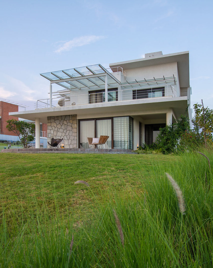 Clover Villa by Mistry Architects (6)
