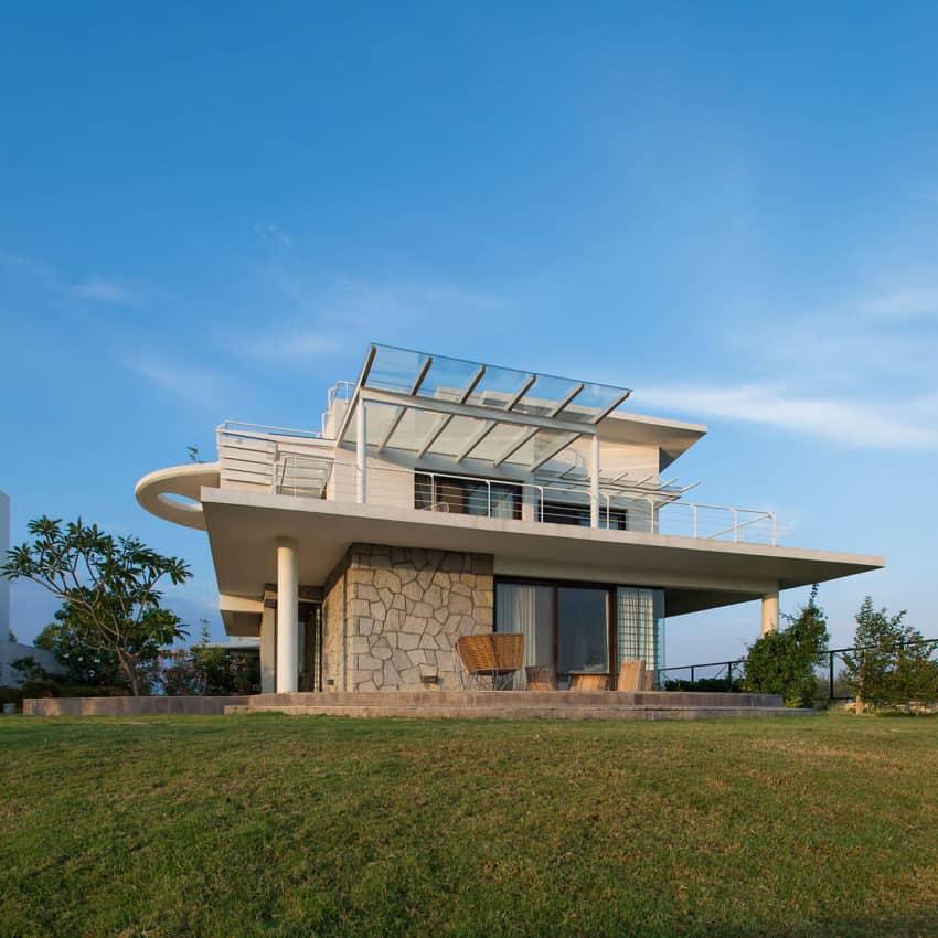 Clover Villa by Mistry Architects (7)