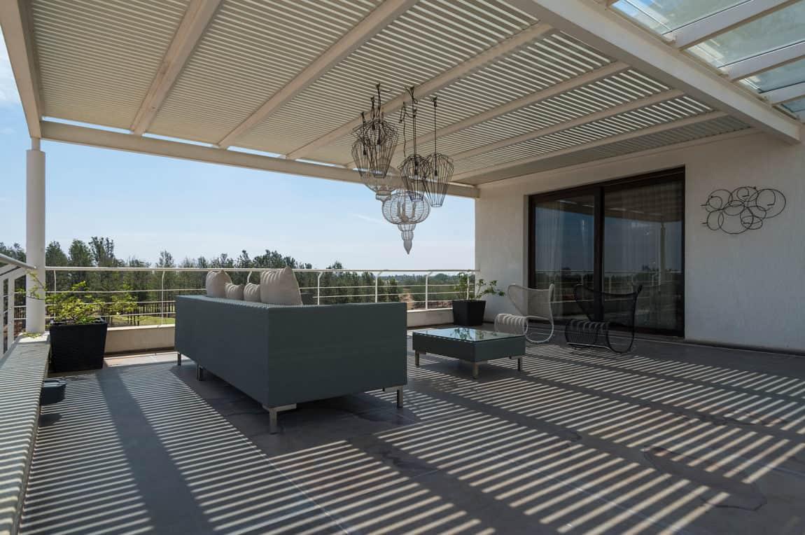Clover Villa by Mistry Architects (9)