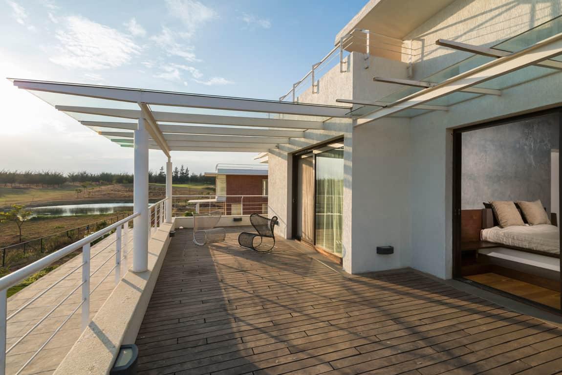 Clover Villa by Mistry Architects (10)