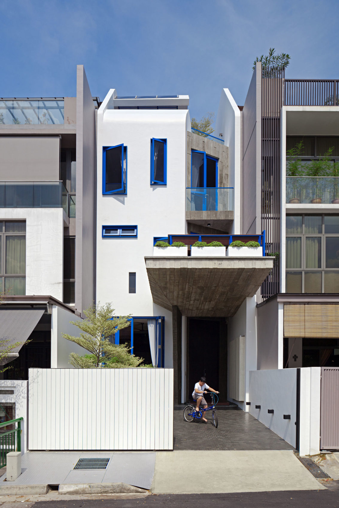 House at Poh Huat Road by Envelope Architects (1)