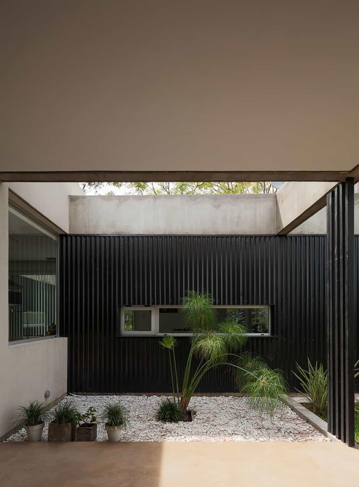 House in El Pinar by Nicolas Bechis (4)