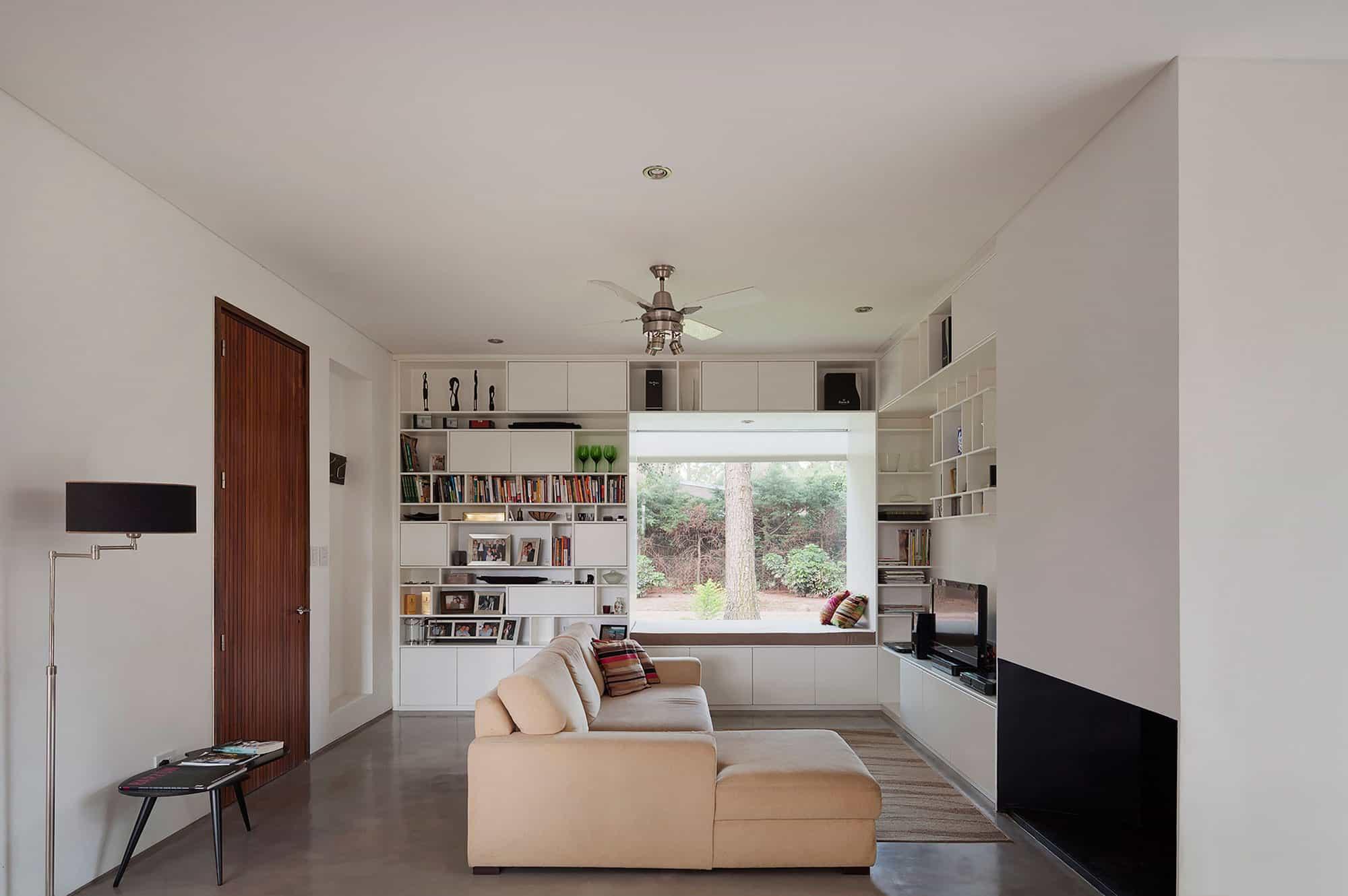 House in El Pinar by Nicolas Bechis