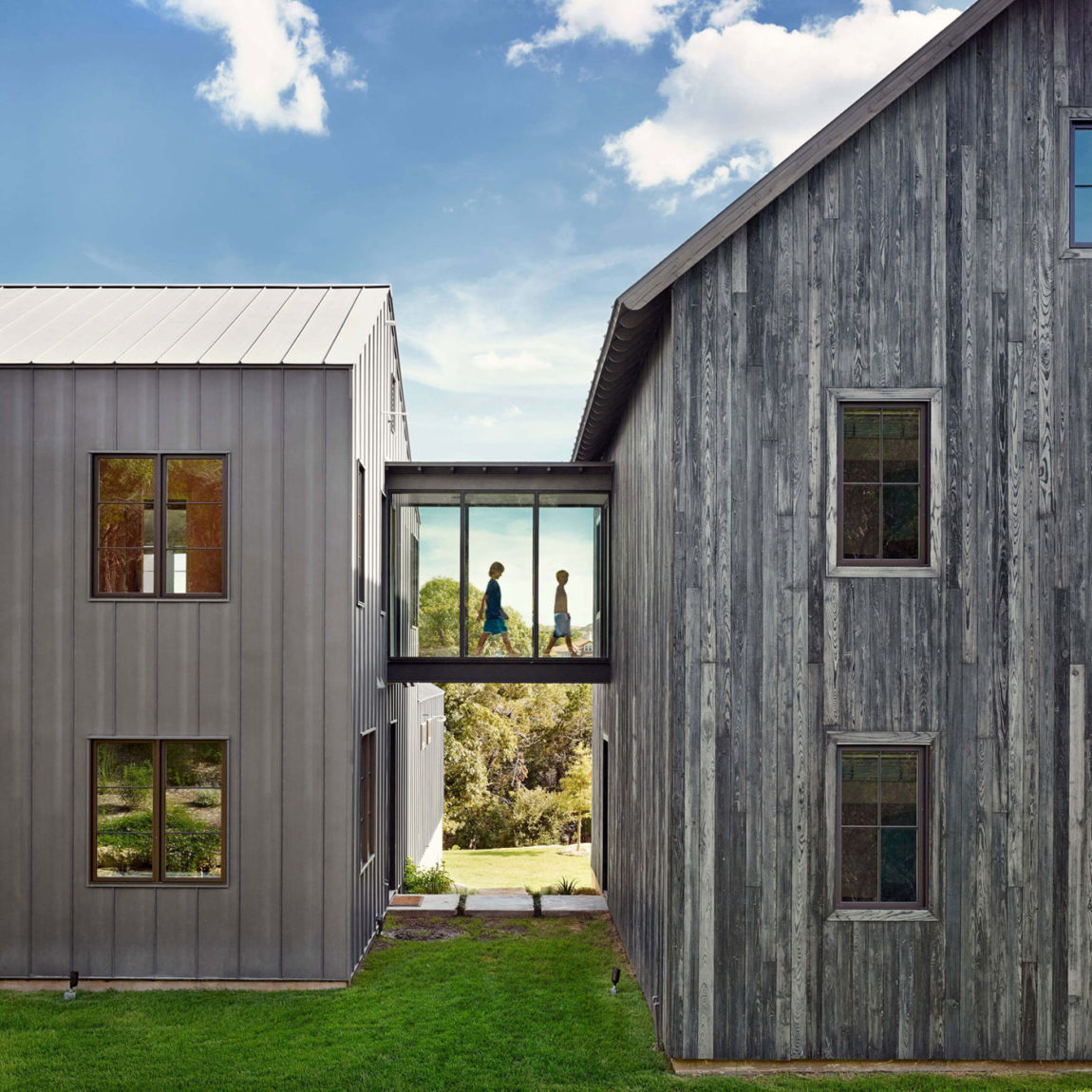 Farmhouse by Shiflet Group Arch & Glynis Wood Int (2)