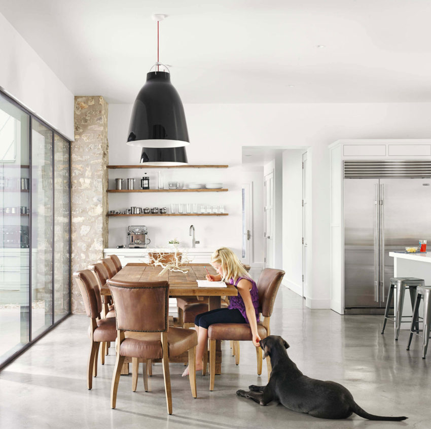 Farmhouse by Shiflet Group Arch & Glynis Wood Int (6)