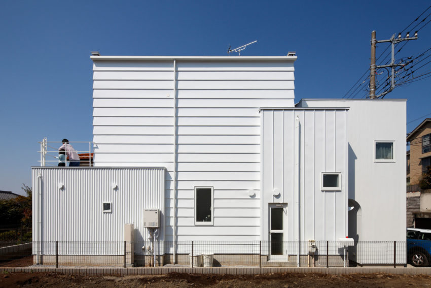House in Tama-Plaza by Takushu ARAI Architects (1)