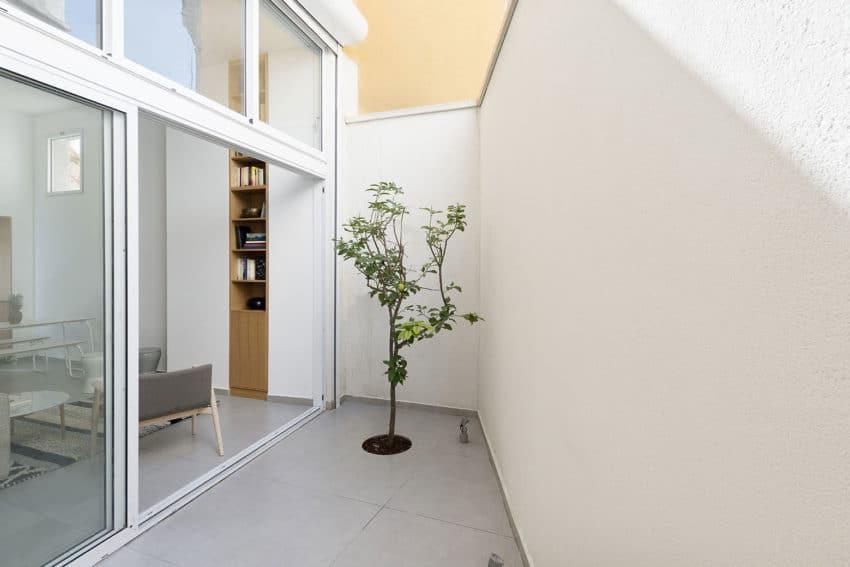 Jaffa Garden Apartment by Itai Palti (1)