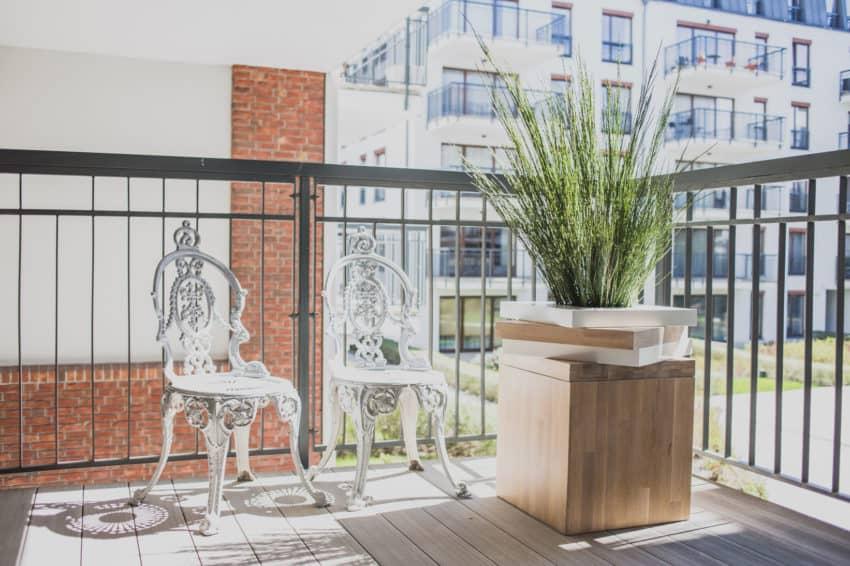 Szafarnia 2 Apartment by Raca Architekci (1)