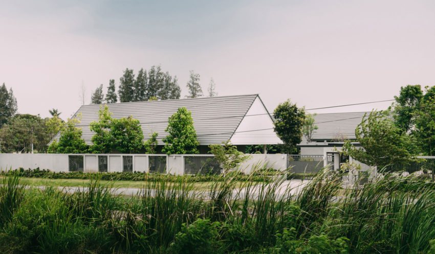 The Triangle House by Phongphat Ueasangkhomset (1)
