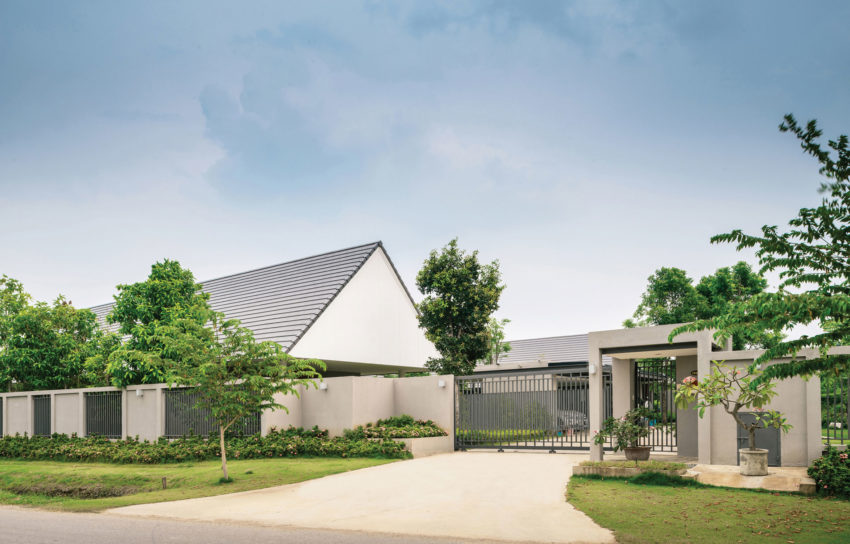 The Triangle House by Phongphat Ueasangkhomset (2)