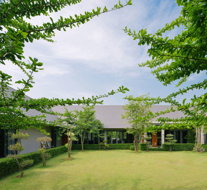 The Triangle House by Phongphat Ueasangkhomset (5)