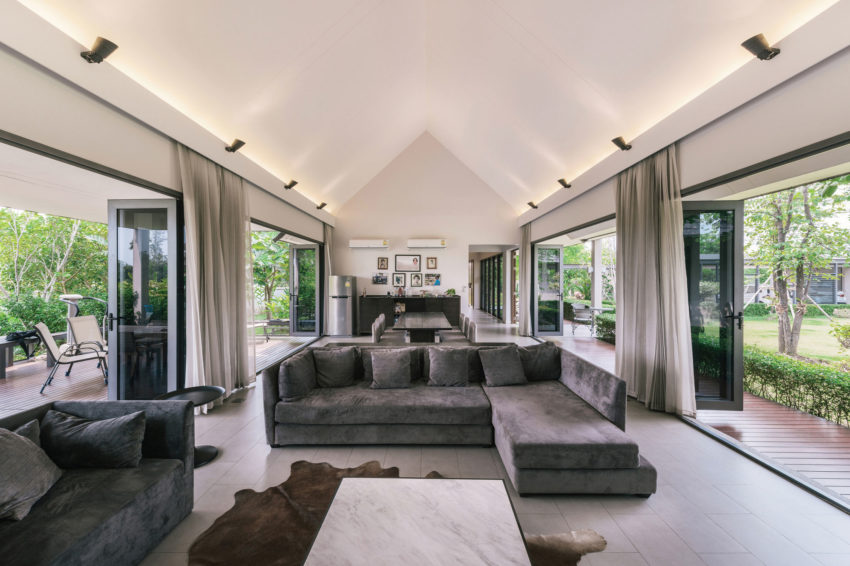 The Triangle House by Phongphat Ueasangkhomset (9)