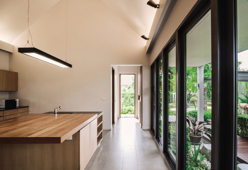 The Triangle House by Phongphat Ueasangkhomset (10)