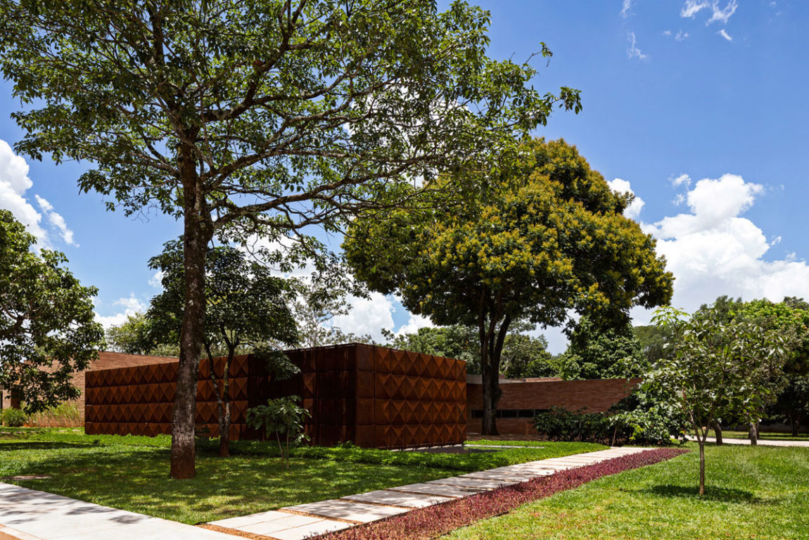 BLM House by ATRIA Arquitetos (3)