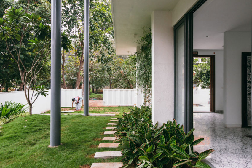 Courtyard House by Abin Design Studio (2)
