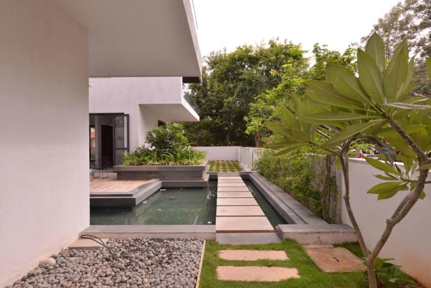 Courtyard House by Abin Design Studio (3)