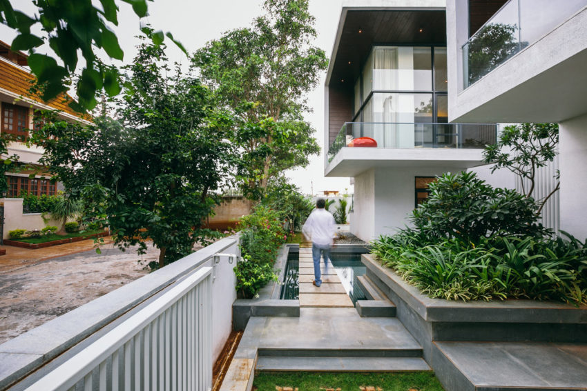 Courtyard House by Abin Design Studio (5)
