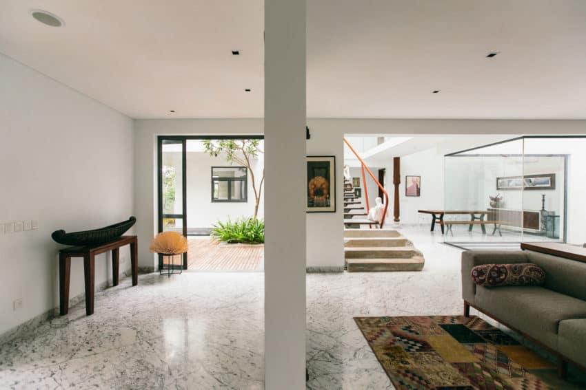 Courtyard House by Abin Design Studio (11)
