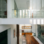 Courtyard House by Abin Design Studio (19)