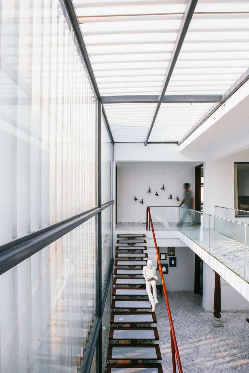 Courtyard House by Abin Design Studio (20)