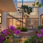 Courtyard House by Abin Design Studio (25)