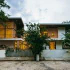 Courtyard House by Abin Design Studio (28)