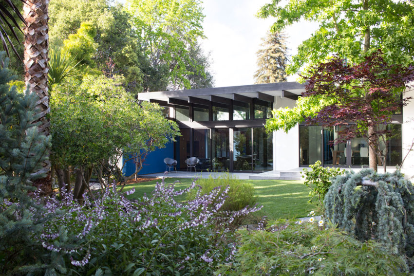 Modern Atrium House by Klopf Architecture (1)