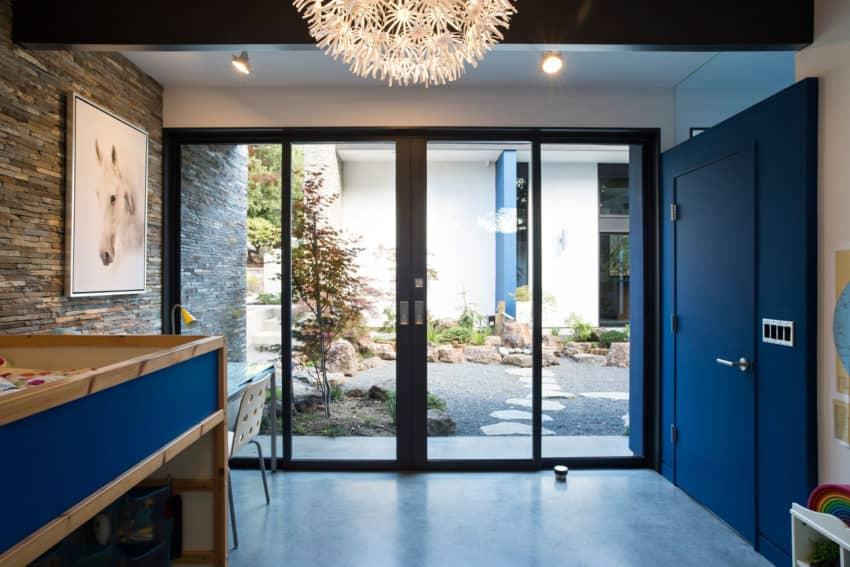 Modern Atrium House by Klopf Architecture (20)