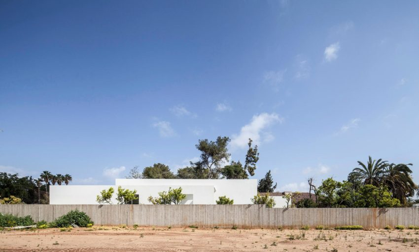 T/A House by Paritzki & Liani Architects (1)
