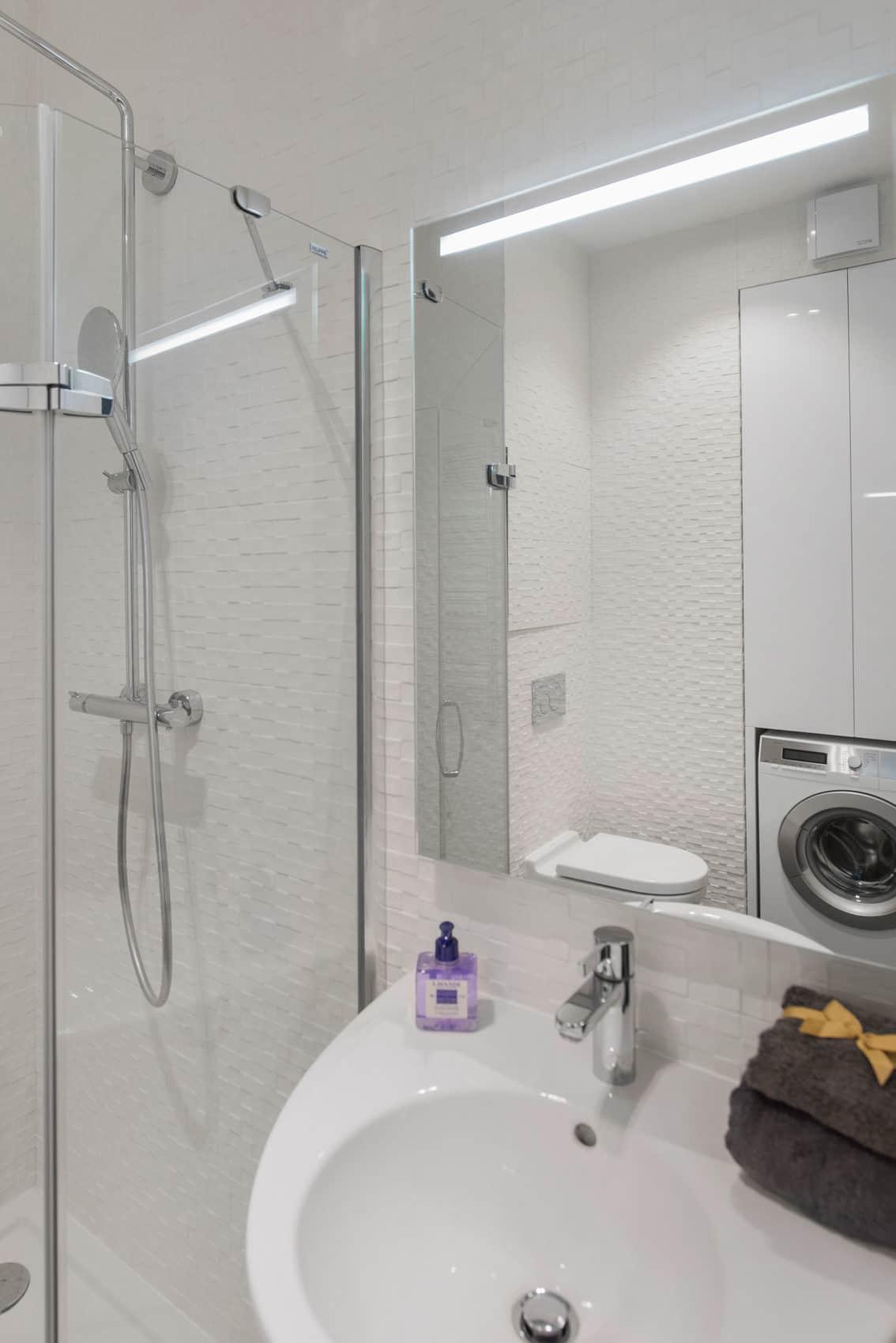 Tikhonov Dsgn Creates Tiny Apartment Interior in Moscow (18)